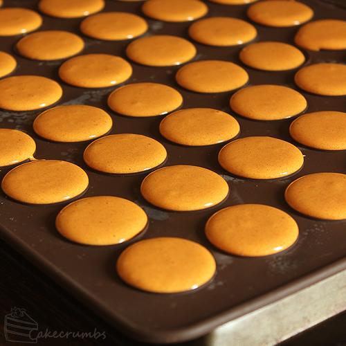 Cakecrumbs' Spiced Pumpkin Macarons 09